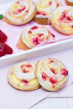 Erdbeer-Vanillepudding-Schnecken | verzuckert-blog.de