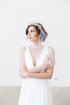 This delicate, Art Deco inspired veil is made of soft, high quality tulle in several color options. A gorgeous, removable headband is… Vintage Veils, Chic Vintage Brides, Vintage Dresses, Vintage Weddings, Wedding Vintage, Lace Weddings, Juliet Cap Veil, Gatsby Headband, Veil Length