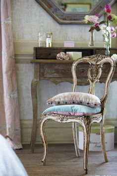 Find authentic furniture to complete your vintage home! Fabrics and wallpaper from Harlequin's Poetica collection