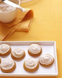 Pumpkin Cookies with Brown Butter icing. These are the BEST ones! These pillowy spice cookies transform pumpkin pie flavors into portable treats. Köstliche Desserts, Delicious Desserts, Dessert Recipes, Dessert Healthy, Cake Recipes, Spice Cookies, Pumpkin Cookies, Pumpkin Spice, Fall Cookies