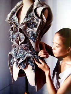 Designer Yiqing Yn