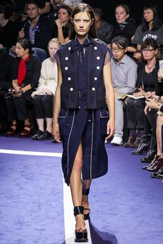 Sacai Spring 2015 Ready-to-Wear - Collection - Gallery - Style.com  http://www.style.com/slideshows/fashion-shows/spring-2015-ready-to-wear/sacai/collection/24
