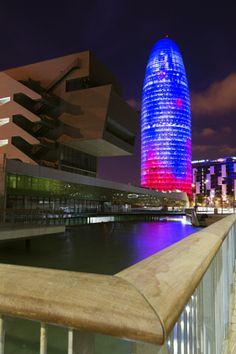Torre Agbar y Museo del Diseño