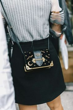 Street Style Milan Fashion Week, black and gold mini bag. Great stylish accessories to complete any outfit. Look Fashion, High Fashion, Womens Fashion, Fashion Trends, Winter Fashion, Fashion Mode, Fashion 2017, Milan Fashion Week Street Style, Fashion Ideas