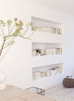 Boekenkast in de muur, nice!  Ik mis alleen de spotjes ;-)