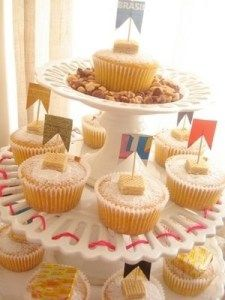 DIY CUPCAKES + Dusted with Powdered Sugar + DIY Cupcake Toppers using Toothpicks, pasted-on DIY Flags or use Patterned Tape and some Wafer Cookie pieces! Tapas, Wafer Cookies, Time To Eat, Cupcake Toppers, Diy Cupcake, Chocolate, Cupcake Recipes, Mini Cupcakes, Kids Meals
