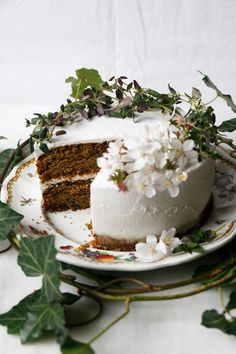 Wonderful wholesome zucchini layer cake with sorghum flour, pumpkin seed flour, lemon, thyme and whipped coconut frosting. Cake Baking Tins, Cake Tins, Lemon Zucchini Cakes, Vegan Zucchini, Chocolate Hazelnut Cake, Blackberry Cake, Cake Tasting, Cake Ingredients, Clean Eating Snacks
