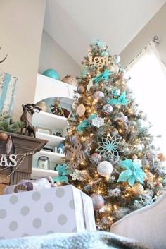 40-fresh-blue-christmas-decorating-ideas