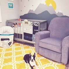 Mountain murals continue to trend in 2017! And it looks like baby's furry friend is anxiously awaiting his arrival. (Design by @sarahchan215)