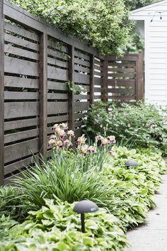 Horizontal fence with plans and dimensions of Deuce Cities Henhouse backyard design diy ideas Front Yard Fence, Diy Fence, Fence Landscaping, Backyard Fences, Fence Gate, Garden Fencing, Fence Ideas, Backyard Ideas, Fenced Yard