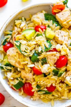 Greek Lemon Chicken & Orzo - Easy, ready in 25 mins! Juicy lemon chicken with orzo, spinach, cucumber, tomato! Great for parties & picnics! Italian Chicken Pasta, Greek Lemon Chicken, Greek Chicken Salad, Basil Chicken, Greek Salad, Pasta Salad With Spinach, Easy Pasta Salad, Lemon Orzo Salad, Orzo Spinach