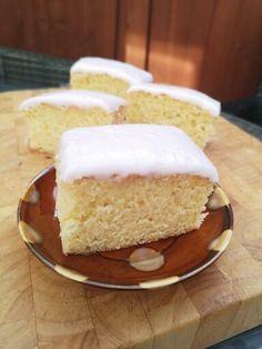 Tottenham Cake Recipe and Bake Along Video - Bronya Pink Icing, Sugar Icing, Tottenham Cake, Fruit Squash, Glace Icing, Baked Mashed Potatoes, Skewer Sticks, Daisy Cakes, Small Spoon