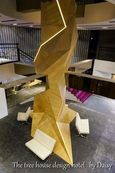 ::高雄住宿:: 六合夜市旁‧高雄樹屋設計旅店‧The tree house design hotel @ 黛西 優齁齁 :: 痞客邦 PIXNET :: Hostel, Stairs, Desk, Interior, Furniture, Home Decor, Stairway, Desktop, Decoration Home