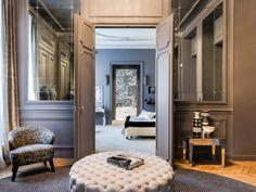En découvrant les premières photographies de ce sublime appartement de style Haussmannien on se croirait presque téléporté à l'époque de Coco Chanel. Les matériaux nobles comme le marbre, le ... #maisonAPart