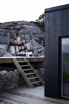 Brevik north of Lysekil. Architecture Durable, Nature Architecture, Interior Architecture, Design Exterior, Interior Exterior, Hotel Am Meer, Haus Am See, Black House, Backyard Landscaping