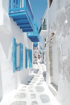 Get lost in the maze narrow streets of Mykonos Town and you will find yourself. I loved mykonos Places Around The World, Oh The Places You'll Go, Places To Travel, Around The Worlds, Travel Destinations, Wonderful Places, Beautiful Places, Beautiful Life, Greek Isles
