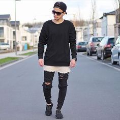 Make sure to follow @worldbeststreetstyles for daily fashion looks…