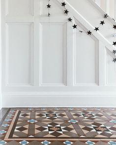 Kitchen lighting Strip - 17 TOP Stairway Lighting Ideas, Spectacular With Modern Interiors Hall Tiles, Tiled Hallway, Hallway Flooring, Entry Hallway, Foyer, Victorian Hallway, Victorian Tiles, Edwardian House, 1930s House