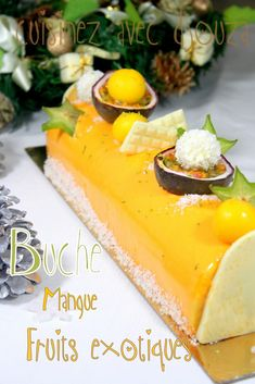 Recette buche de noel facile mousse exotique Recipe Christmas log mousse of exotic fruits with a mango insert. The biscuit is a coconut dacquoise. An easy Christmas log in the set