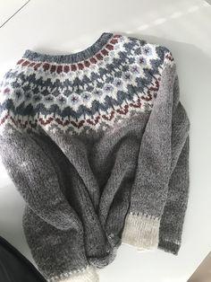 Ravelry: Project Gallery for Riddari pattern by Védís Jónsdóttir Fair Isle Knitting Patterns, Sweater Knitting Patterns, Vogue Knitting, Baby Knitting, Icelandic Sweaters, Nordic Sweater, Hand Knitted Sweaters, Vintage Knitting, Knit Crochet