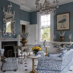 A designer americana Carolyne Roehm cujo blog eu acompanho e adoro e que é referência de bom gosto, comprou e restaurou uma casa em Charle...