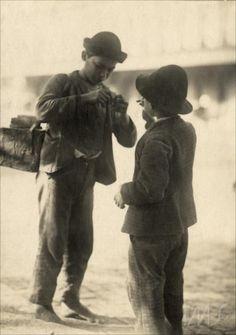 Garotos engraxates, 1910 (Foto: Vincenzo Pastore)