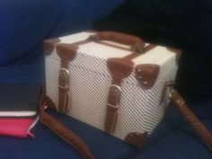 vintage style vanity case Asos....I want a nice suitcase to match this....that wont cost the earth