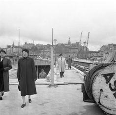 Old Town metro station, towards Slussen. The public moves in the the construction area on the platform. September 15, 1957 John Kjellström, SVD / Stockholmskällan