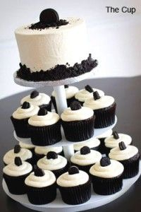 One of the 3 cup cakes that will be at my wedding. This one is the Tuxedo cupcake. Tuxedo Cupcakes, Tuxedo Cake, Oreo Cupcakes, Cupcake Cakes, Oreo Wedding Cake, Wedding Cupcakes, Cake Pops, 21st Birthday Cupcakes, Cupcake Centerpieces