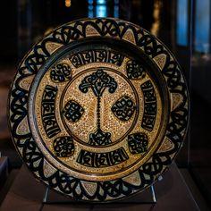 Deep Dish (Brasero), Tin glazed earthenware, Valencia, ca. The Cloisters, Medieval Art, Deep Dish, Earthenware, Valencia, Art Museum, Glaze, Tin, Decorative Plates