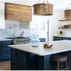 New white wood wallpaper shelves ideas Wood Kitchen Cabinets, Kitchen Stove, Kitchen Tiles, Kitchen Flooring, New Kitchen, Kitchen Dining, Kitchen Counters, Kitchen Paint, Kitchen Island