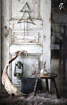 L'ancienne porte sert de déco / Old door.