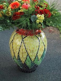 Kunst-Hand-Werk Atelier Laurie Glynn. Mosaic pot planter sunflower unique design!