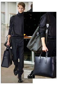 Le sac cabas en cuir noir pour homme d'Hermès