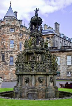 Fountain at Holyrood Palace - Edinburgh, Scotland