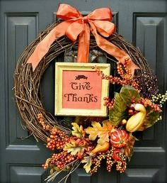 Thanksgiving is here once again! Below are images with links to a few great do-it-yourself Thanksgiving decor ideas. I loved the glitter Thanksgiving banner because it came out looking so pretty in… Thanksgiving Wreaths, Autumn Wreaths, Thanksgiving Decorations, Holiday Wreaths, Thanksgiving Ideas, November Thanksgiving, Christmas Decorations, Autumn Decorations, Fall Crafts