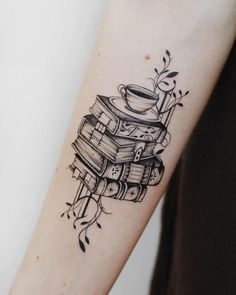 ▷ 1001 + super coole Arm Tattoos auf einen Blick Cool tattoo on the forearm, four books on top of ea Cool Tattoos, Tattoos, Girl Back Tattoos, Couple Tattoos, Family Tattoos, Book Tattoo, Arm Tattoos, Cool Arm Tattoos, Back Tattoos