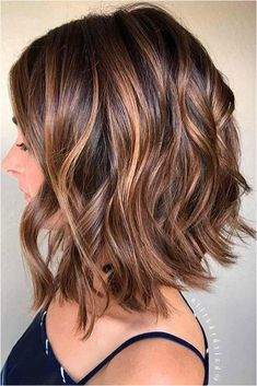 Fall Hair Color For Brunettes, Fall Hair Colors, Short Hair Colors, Hair Color For Brown Skin, Good Hair Colors, Hair Styles With Color, Hair Cuts And Color Ideas, Low Lights For Brunettes, Red Tint Hair
