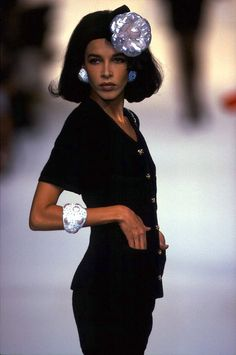 Dalma--one of my favorite models of the 1980s. Love her walk!