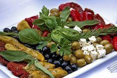 רוצים להכין פלטת ירקות לאירוח? הנה 10 רעיונות מעולים לפלטת ירקות יצירתית שכל מארח חייב להכיר!