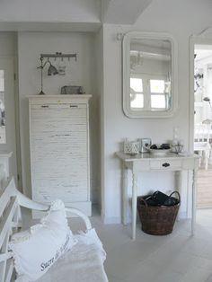 Shabby Chic white bedroom