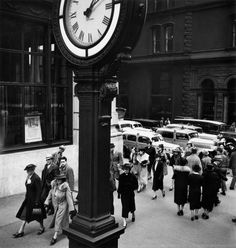 Tempo of the City #1, Fifth Avenue and 44thStreet, New York, 1938