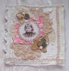 Shabby Chic Mixed Media Tenture murale/Collage - galons anciens et Vintage