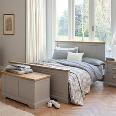 St Ives Natural Oak and Light Grey Painted King-Size Bed - Image 3 Light Gray Bedroom, Wood Bedroom Sets, Grey Bedroom Furniture, Oak Furniture Land, Bedroom Green, Home Decor Bedroom, Furniture Ideas, Master Bedroom, Furniture Layout