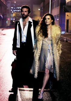 American Hustle with Bradley Cooper and Amy Adams. I loved Amy and her awesome fun wardrobe in this film. She was gorgeous, sexy and did a great job 70s Fashion, Spring Fashion, Vintage Fashion, Fashion Trends, Seventies Fashion, Fashion Guide, Studio 54, Bradley Cooper, American Hustle Fashion
