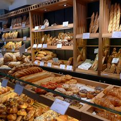 Perhaps the wall around the walk in has shelves for baked goods. This is Boulanger de Monge, 123 Rue Monge, Paris. Bakery Store, Bakery Cafe, Cafe Restaurant, Bread Display, Bakery Display, Bakery Decor, Bakery Interior, Bakery Shop Design, Bread Shop