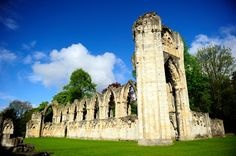 Take your family on a wonderful trip to the historic walled city of York. Walled City, Back In Time, Days Out, York, Mansions, House Styles, Villas, Palaces, Mansion