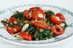 Plantaardigheidjes: Parelcouscous met snijbiet en tomaatjes uit de oven