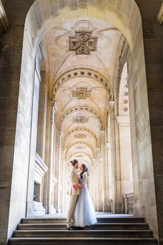 Een romantisch koppel, de Eiffeltoren en het Louvre... de liefde spat van je scherm in de stad van de liefde! Paris Wedding, French Wedding, Elegant Wedding, Boho Wedding, Summer Wedding, Romantic Weddings, Unique Weddings, Wedding Pics, Wedding Ideas