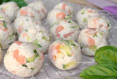 Pancarrè cold balls with zucchini and salmon are a recipe without cooking, quick to make, tasty and delicious, you should definitely try them ! No Salt Recipes, Baby Food Recipes, Cooking Recipes, Party Finger Foods, Finger Food Appetizers, Antipasto, Tapas, Happy Hour Food, World Recipes